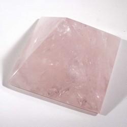 Pyramide taillée en quartz rose 6cm
