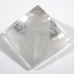 Pyramide taillée en cristal de roche 4cm
