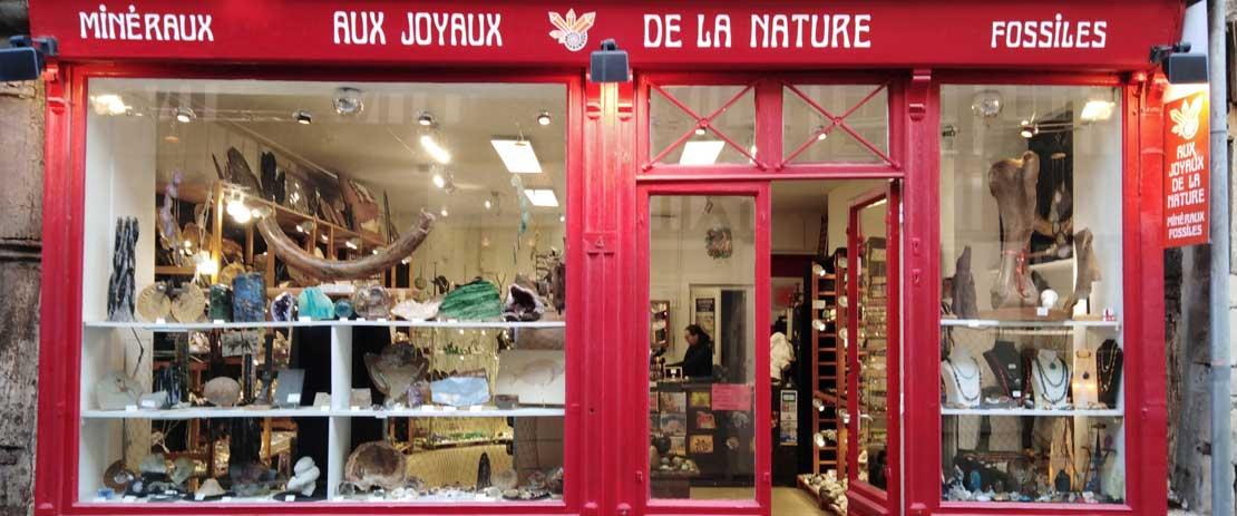 """En Normandie à Honfleur dans le calvados, la boutique """"Aux Joyaux de la Nature"""" et son grand choix de minéraux et fossiles"""